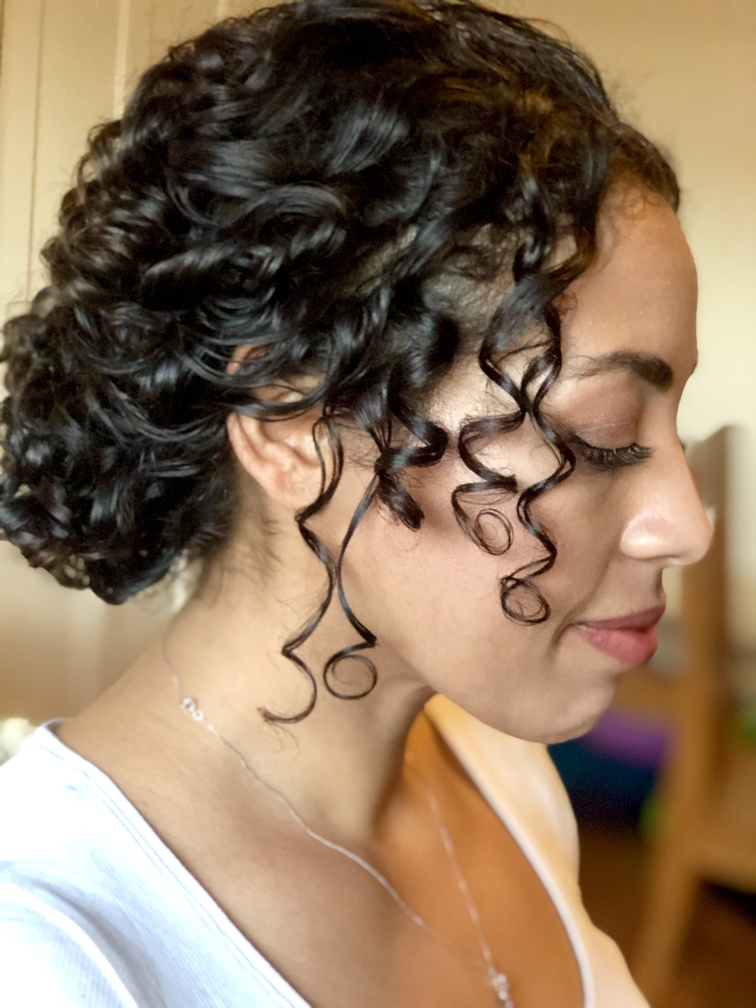 wedding hairstyles and hair style tutorials fro naturally curly hair, watch Pam Wrigley create bridal hair styles working with natural curls